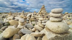 Stacked rocks at pebble beach, representing data modeling explained in an openSAP course