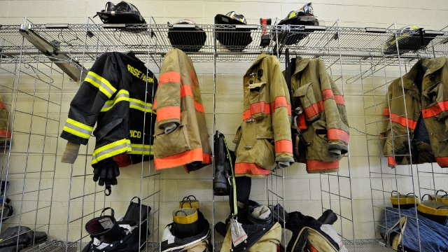 Fire fighters' clothing and equipment