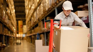 warehouse worker leveraging a responsive supply chain