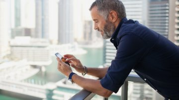 Man using an expense management app on a smartphone